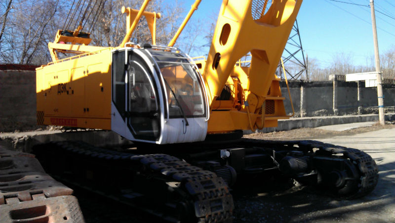 Diesel-electric crawler crane DEC 1001 100 t