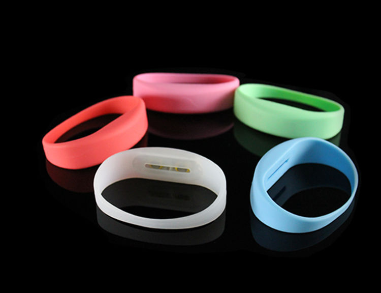 2017 Hot China Wholesale Glow In The Dark Colorful Silicone Wristband Mirror Led Watch