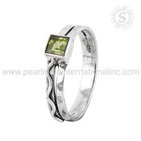 Renowned Green Peridot Ring 925 Sterling Silver Jewelry Wholesale Silver Jewellery Exporters