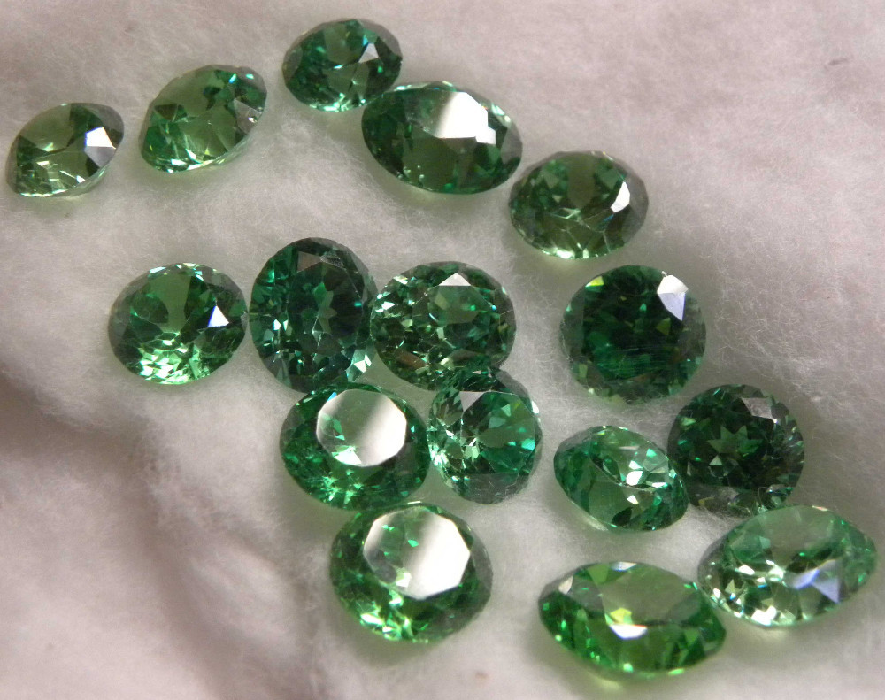 ROUND CUT SYNTHETIC EMRALD FACETED