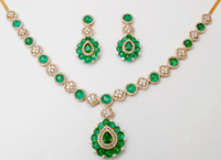 Latest Indian Handmade Emerald Beads Studded Yellow Gold Diamond Necklace
