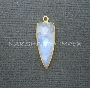Rainbow Moonstone 28x12mm Arrowhead Briolette 925 Sterling Silver Gold Plated Bezel Pendant