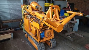 E-powered, crawler Drilling Rig (KLEMM) for confined spaces