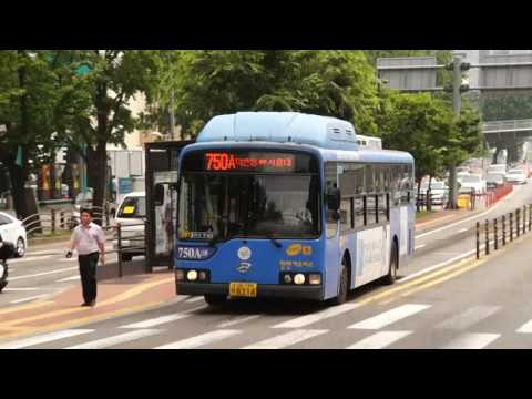 Seoul Metropolitan Bus Route 750A bus leaving Hangang Bridge North End