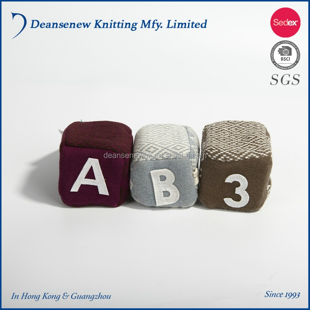 New Design Custom Cute Playful 100% Cotton Jacquard Fall Winter Boy Girl Cable Knit Cube Block Dice Baby Stuffed Toy