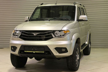 UAZ Patriot Limited 2.7L / 128 5MT Yellow-silver metallic