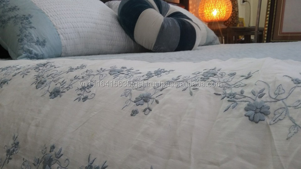 Hand stitching quilt bedspread 100% silk for bedding set with embroidery carefully in Viet Nam