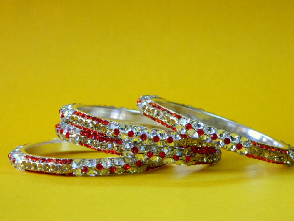 Wholesale Red -Silver 4 Pc Churi Bangles For Dailywear