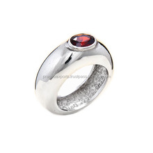 Eye-Catching 925 Sterling Silver Garnet Ring