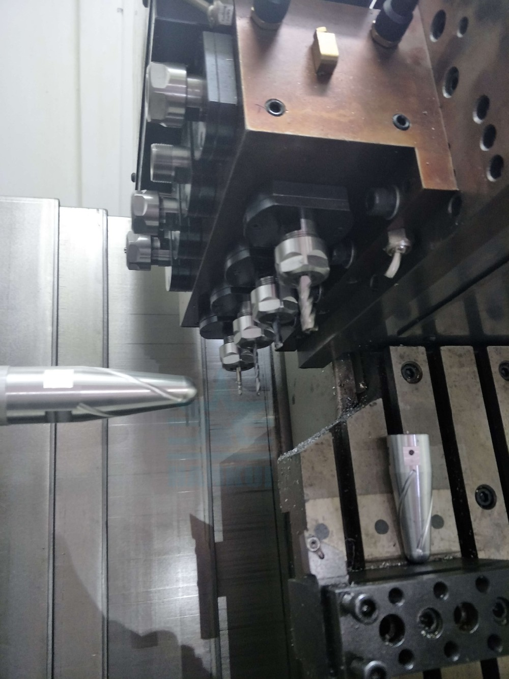 Horizontal CNC turning machine with Siemens CNC machine tool.jpg