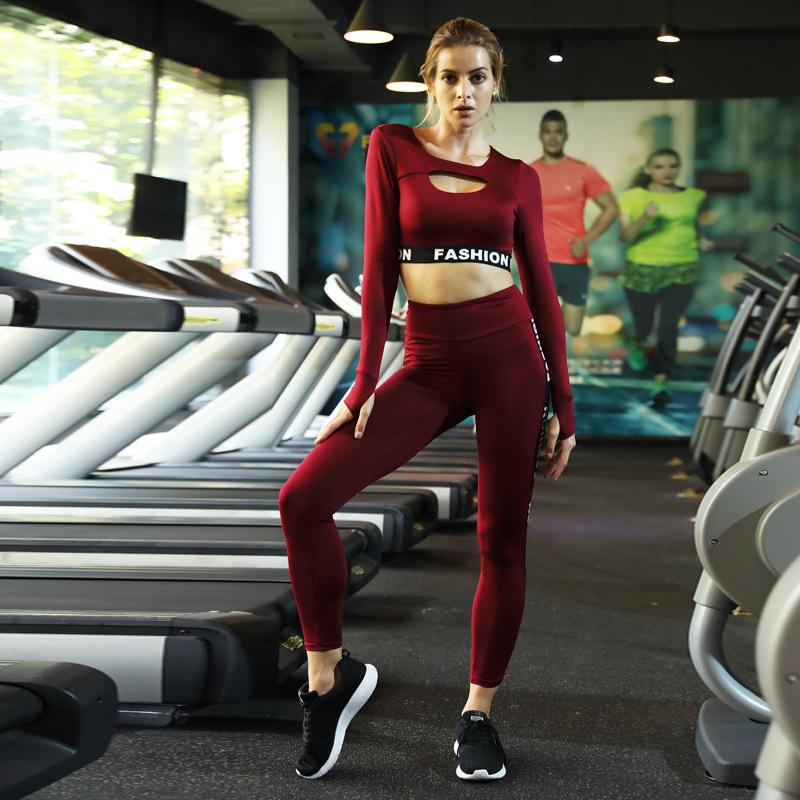 57eac9845755 Due di Colore Nero Lettera di Sport di Yoga Pantaloni E Manica Lunga  Insieme Del Reggiseno