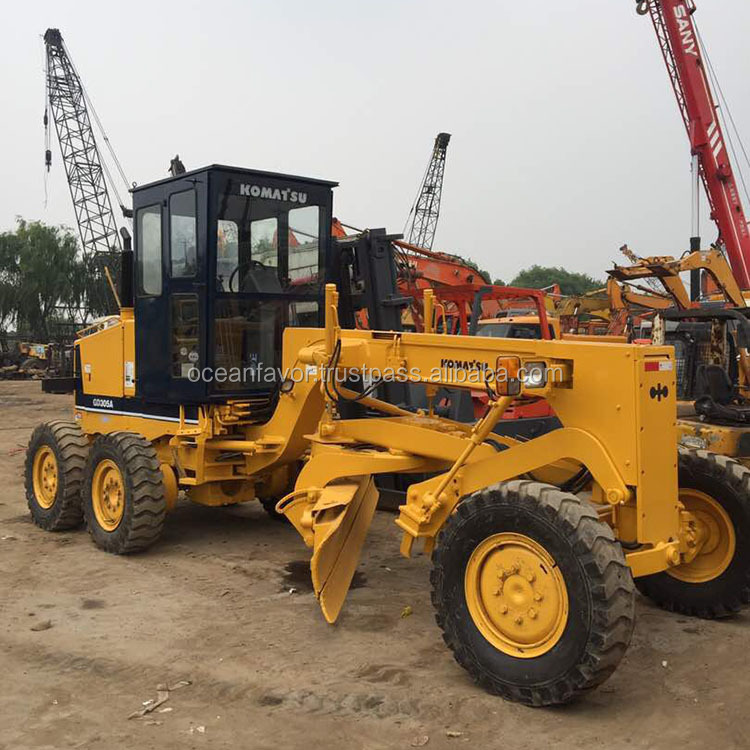 Cheap low price Japan Komatsu GD305 motor grader in Shanghai