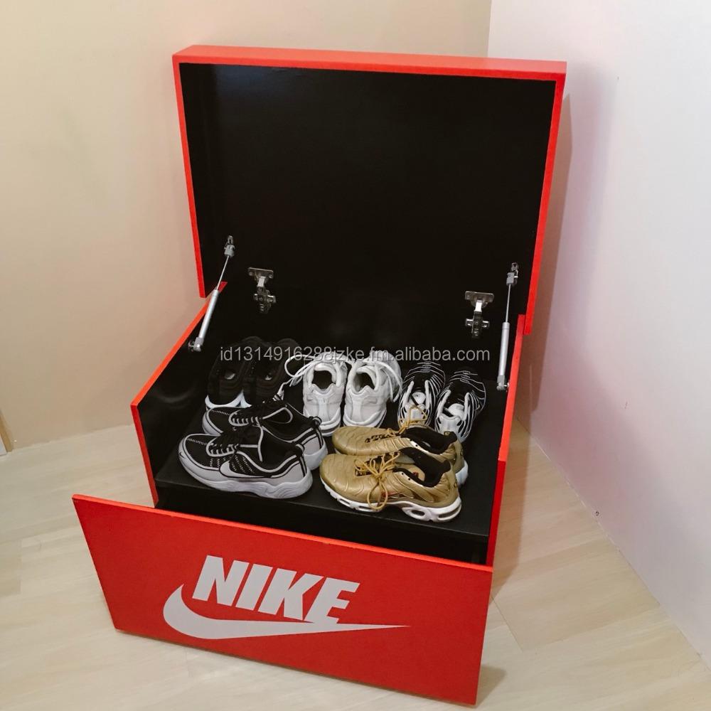 boite a chaussure nike geante