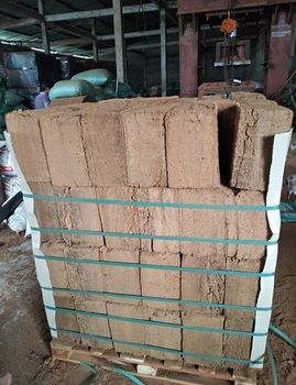 Best Supplier Cocopeat Vietnam Packing 5kg Per Block High Ratio