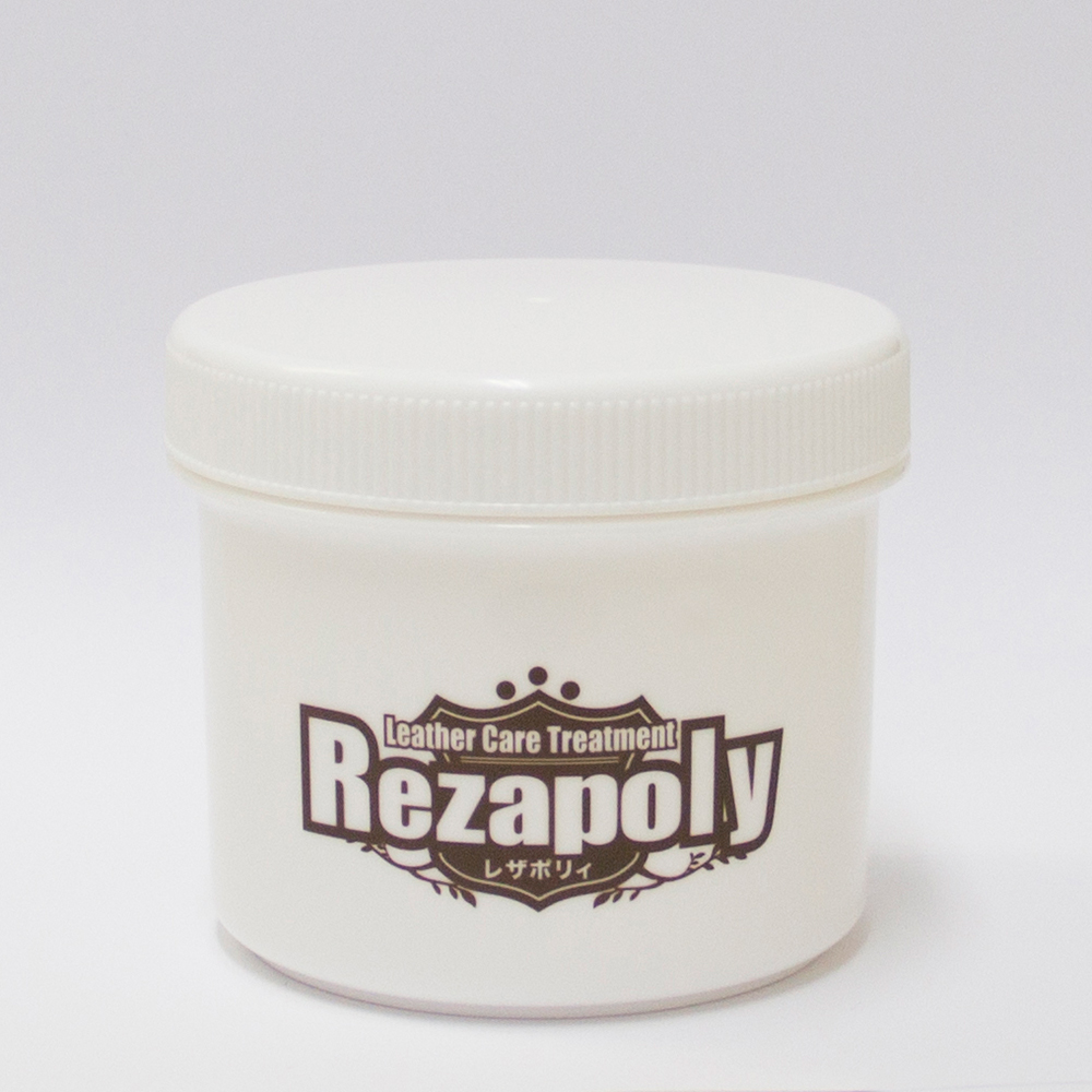 Leather care cream treatment made of 100% natural ingredients with no unpleasant odor