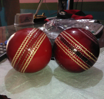 4 Piece Hand Made Leather Cricket Ball 50 Over Ball Buy Cricket Hard Ball Cricket Balls Custom Logo Cricket Balls Product On Alibaba Com