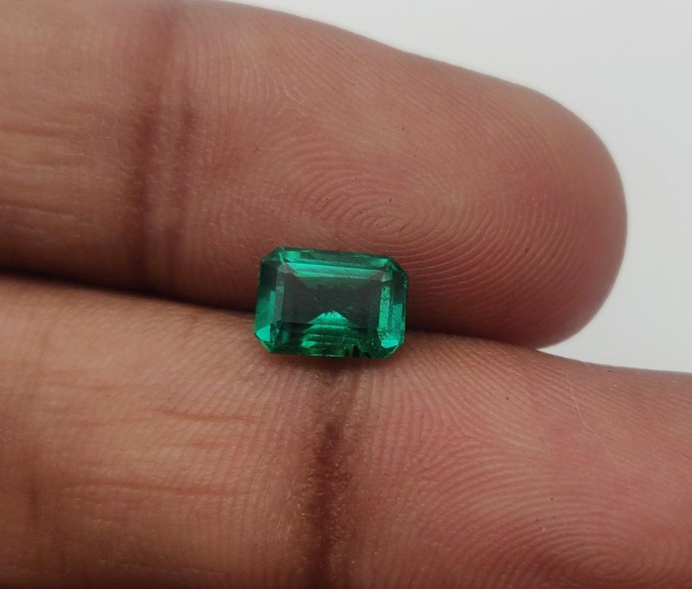 зеленый камень магнитится фото без огранки уже однократно