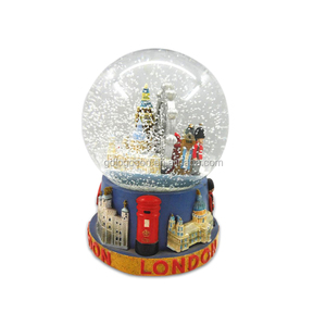 No.1 Quality Resin Snow Globe Tourist / Christmas Gift OEM Snow Ball Souvenir