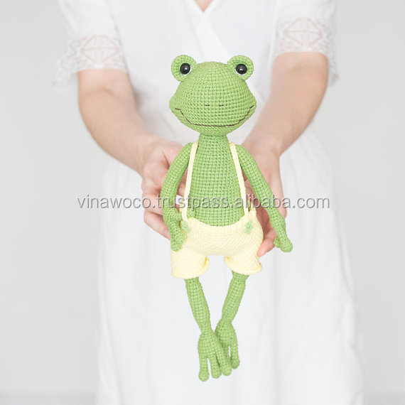 Mia the Frog - A Free Crochet Pattern - Grace and Yarn   570x570
