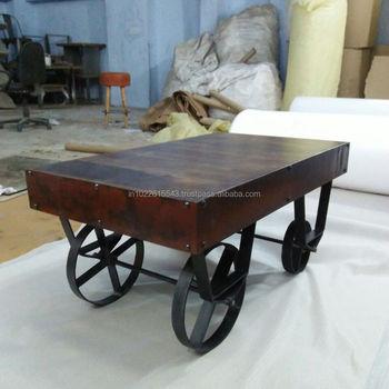Rustikalen Holz Couchtisch Auf Radern Buy Couchtisch Mit Radern