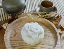 Mid-Autumn Mixed flavour moon cake with attractive price made by Vietnamese