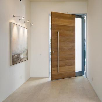 Stunning Morden Enterway Pivot Door With All Accessories Buy Front