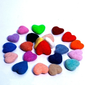 FCS-015 Eco-friendly New Zealand Felt Hearts Home Decor and Christmas Accessories Crafts Hand Felted by Women Artisans of Nepal