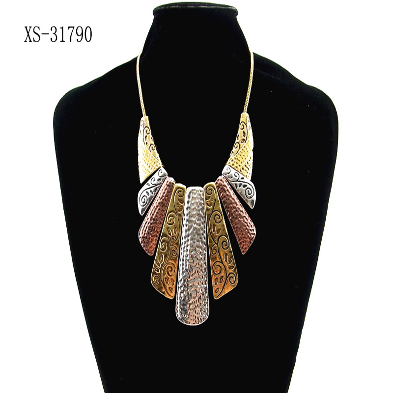 Fashion pentand Crystal Bib Statement Charme Chunky Colorful Collier Collier 957