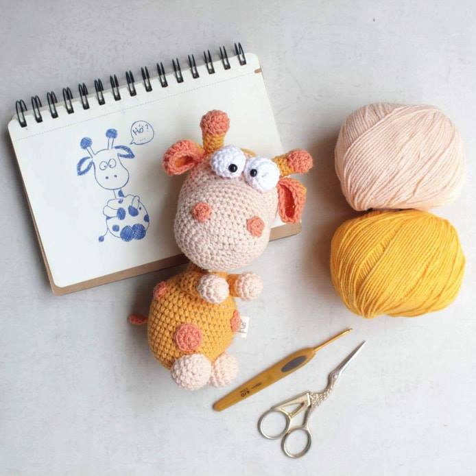 Cow Amigurumi - MooMoo Cow - Free Crochet Pattern | Craft Passion | 694x694