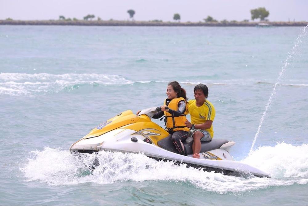 Aktivitas Mengendarai Jet Ski Di Tanjung Benoa