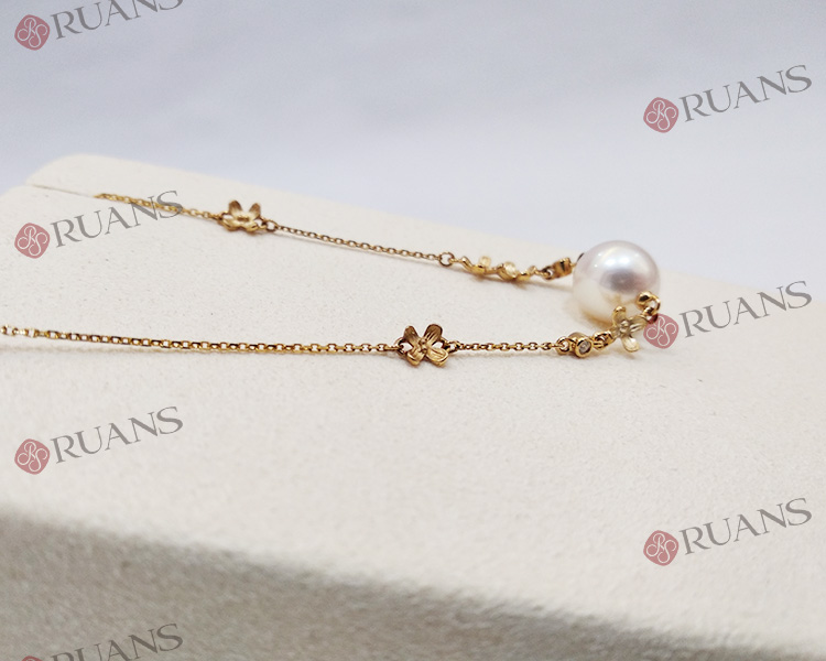 Unique 18K Gold White Round Freshwater Pearl Bracelet