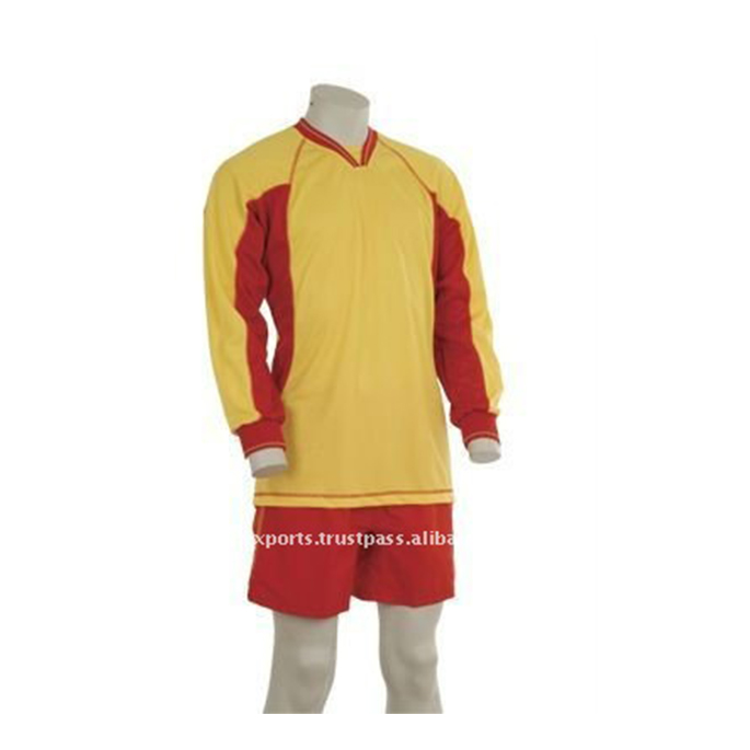 Jaune et rouge maillot de football