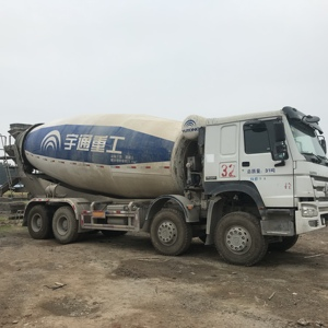 SINOTRUK HOWO 8m3/9m3/ 336hp concrete mixer truck low price sale+8618116482935
