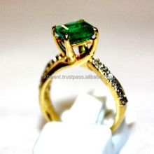 14 Carat Yellow gold natural Diamond & Emerald Gemstone Wedding Ring
