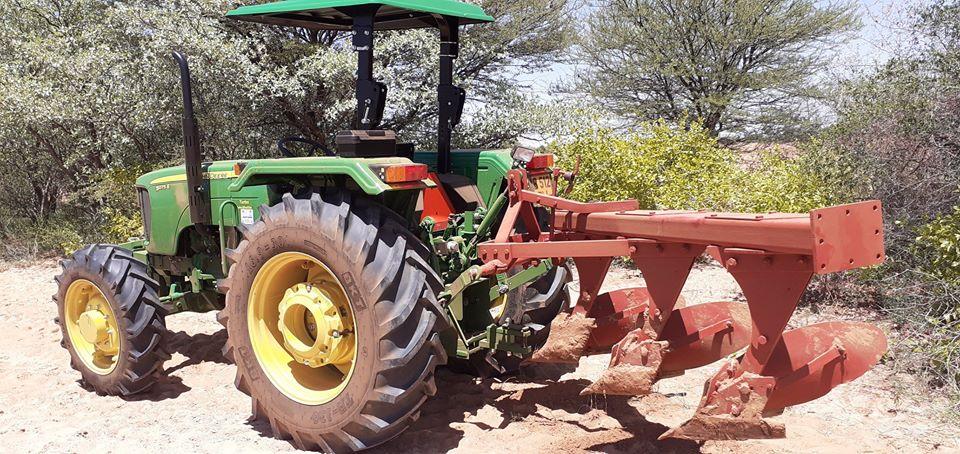 USED John tractor Deere 4 wheel farm tractor